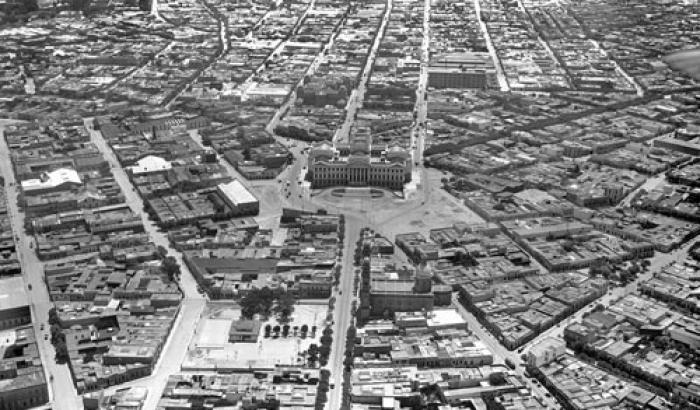 Vista aérea del Palacio Legislativo y parte del Barrio Aguada. Año 1930.