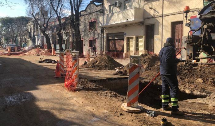 Trabajos de reparación de la red de saneamiento en calle Gral. Luna.