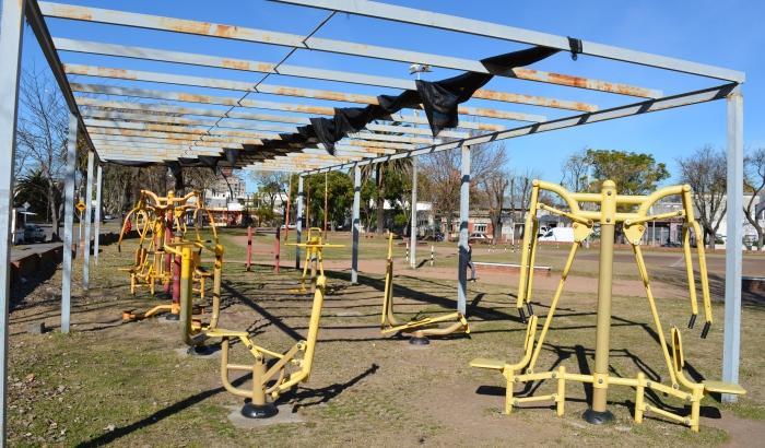 Juegos saludables en Plaza de Deportes Nº 12 previo a su reacondicionamiento.
