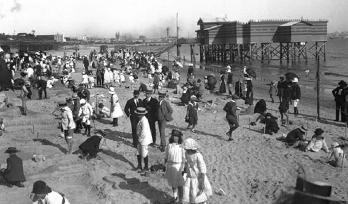 Playa Capurro. Año 1920. (Foto 578b FMH.CMDF.IMM.UY)