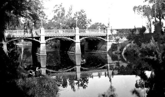 Puente sobre Arroyo Miguelete, Parque Prado. Año 1917. (Foto 575 FMH.CMDF.IMM.U