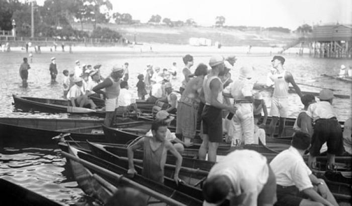 Regatas en Playa Capurro. Año 1921. (Foto 2706 FMH.CMDF.IMM.UY)