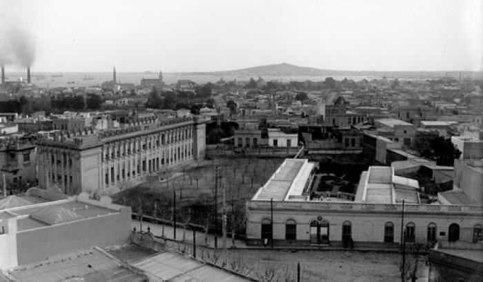 Vista de la ciudad desde barrio Reducto. Año1912 (Foto 2944 FMH.CMDF.IMM.UY).